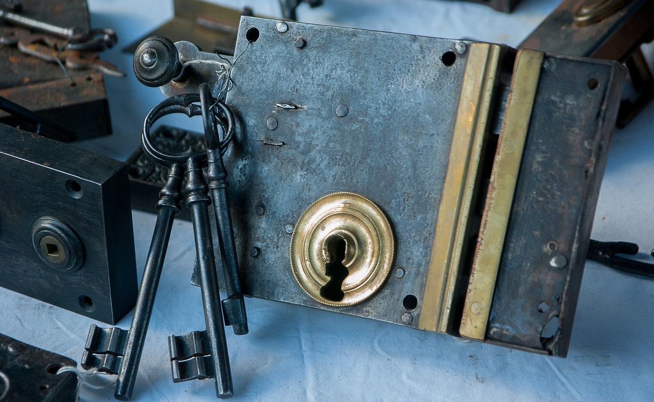Come sostituire la serratura di un'inferriata